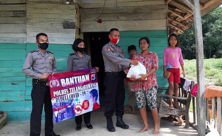 Momen Hari Raya Idul Fitri 1441 H, Bag Ops Polres Tulang Bawang Peduli Masyarakat Terdampak Covid-19