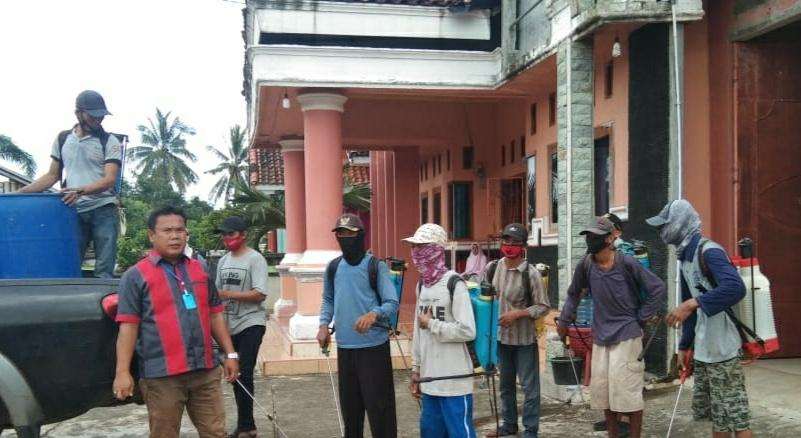 Wakil Ketua III DPRD Joni Saputra Melakukan Penyemprotan Yang Keenam Kali Di Desa Bangun Sari