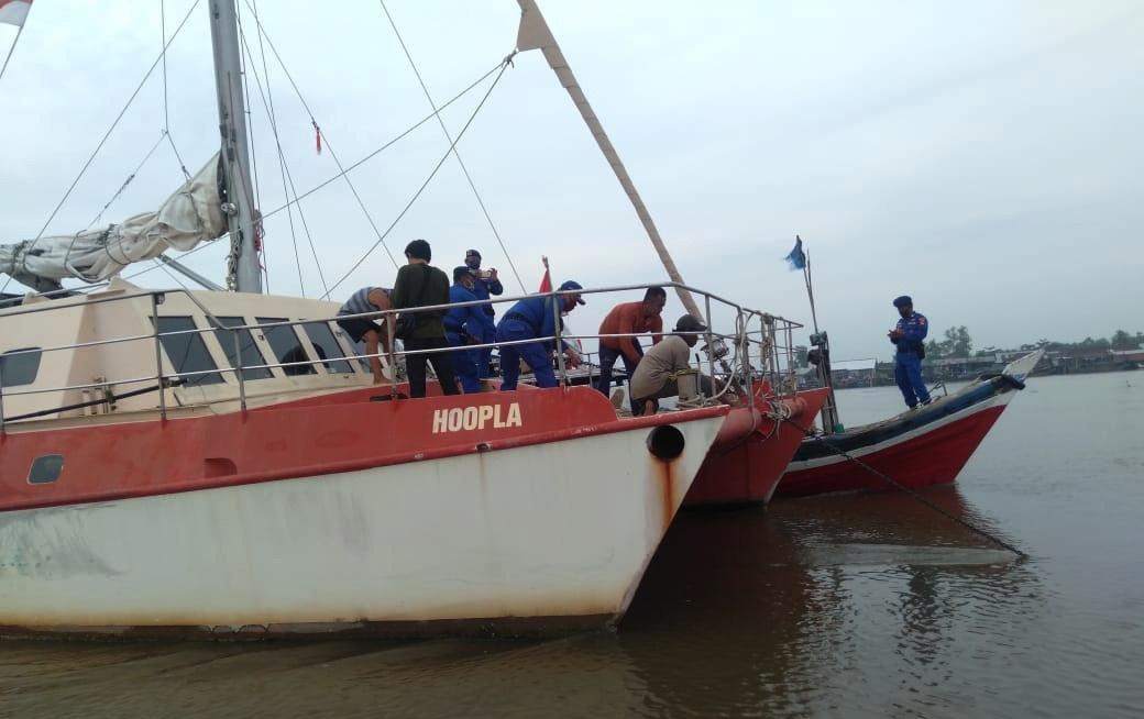 WNA Terdampar di Perairan Tulang Bawang Kembali Berlayar, Iptu Iwan : KLM Hoopla di Gandeng KM Ralif Jaya