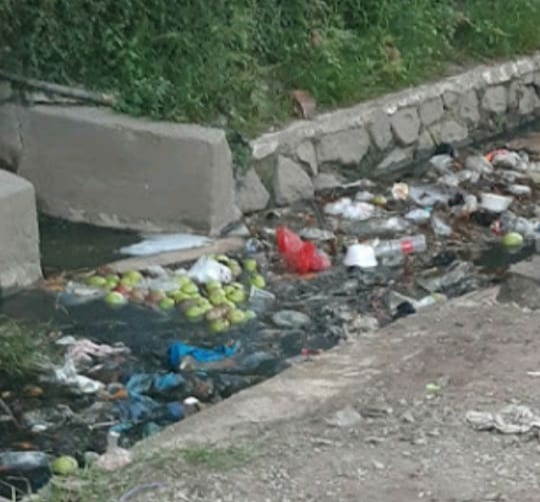 Saluran Air di Rw 03 CkB Sukapurah Dipenuhi Lumpur dan Sampah