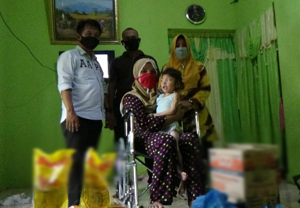 Azizah Ibu Maghrifa Menangis Terharu Saat Menerima Bantuan Kabaharkam Polri