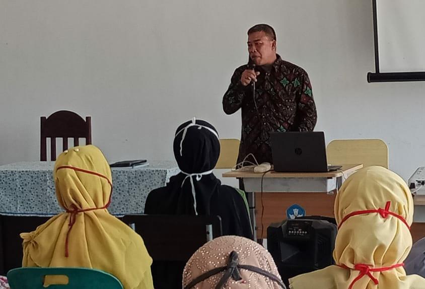 Kepala Sekolah SMA N 1 Peudawa Sosialisasi Wali Murid Tata Tertib Sekolah Untuk Siswa/i Baru