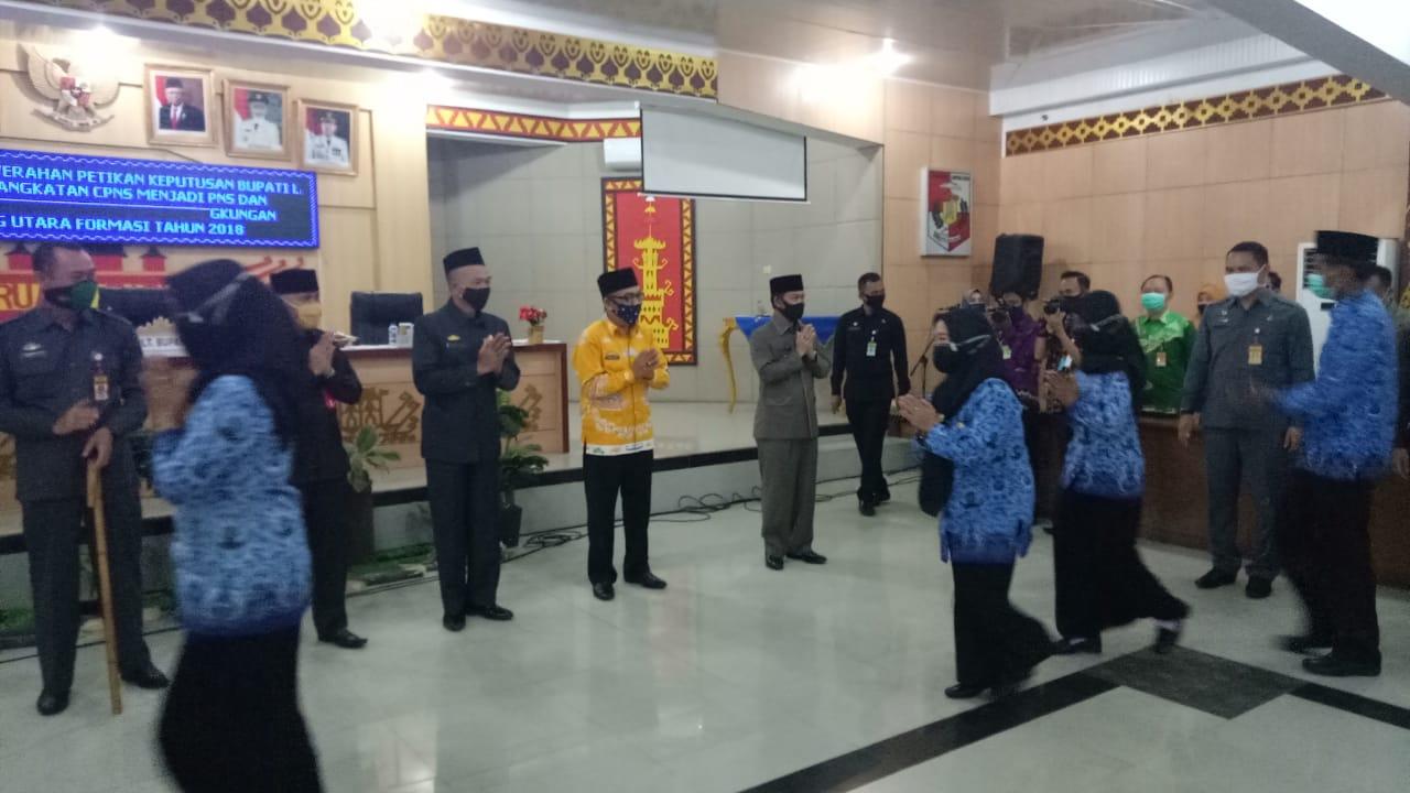 Bupati Lampung Utara Memberikan SK Pengangkatan CPNS Kepada 90 PNS