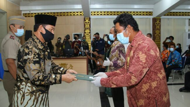 Bupati Lampung Utara Menghadiri Acara Penyerahan Sertifikat Tanah Virtual Di Aula Tapis