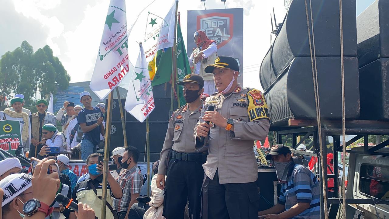 Beri Pelayanan, Kapolres Lampung Utara Pimpin Pengamanan Aksi Damai Aliansi Suara Masyarakat Lampura