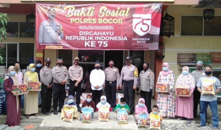 Sambut Peringatan HUT RI Ke 75 Sat Binmas Polres Bogor Berikan Masker Kepada anak Yatim dan Dhuafa