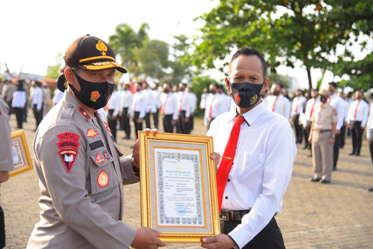 Kapolda Lampung Berikan Reward Kepada 8 Personelnya, Berikut Nama dan Prestasinya