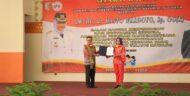 Kunjungan Kerja BKKBN-RI, Bupati Tulang Bawang Terima Penghargaan MKK