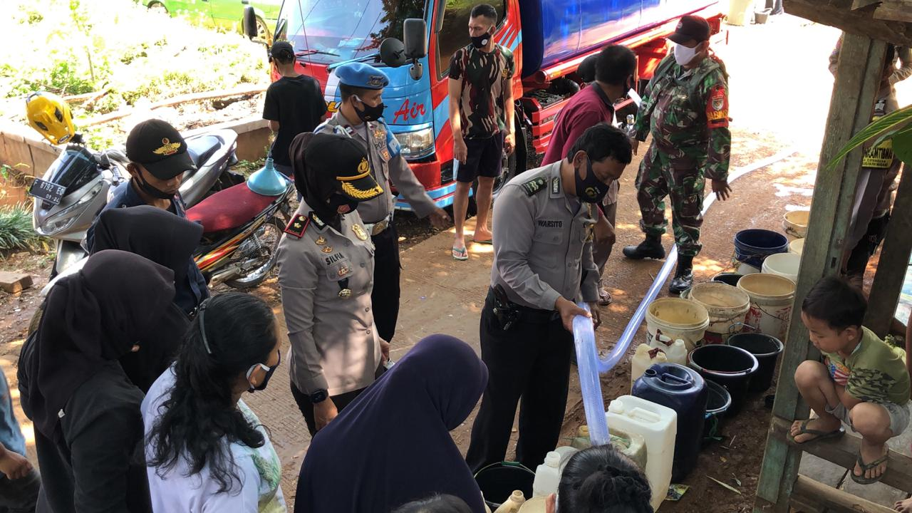 Polsek Babakan Madeng, Terjunkan 2 Tengki Mobil Wilayah Krisis Air Bersih