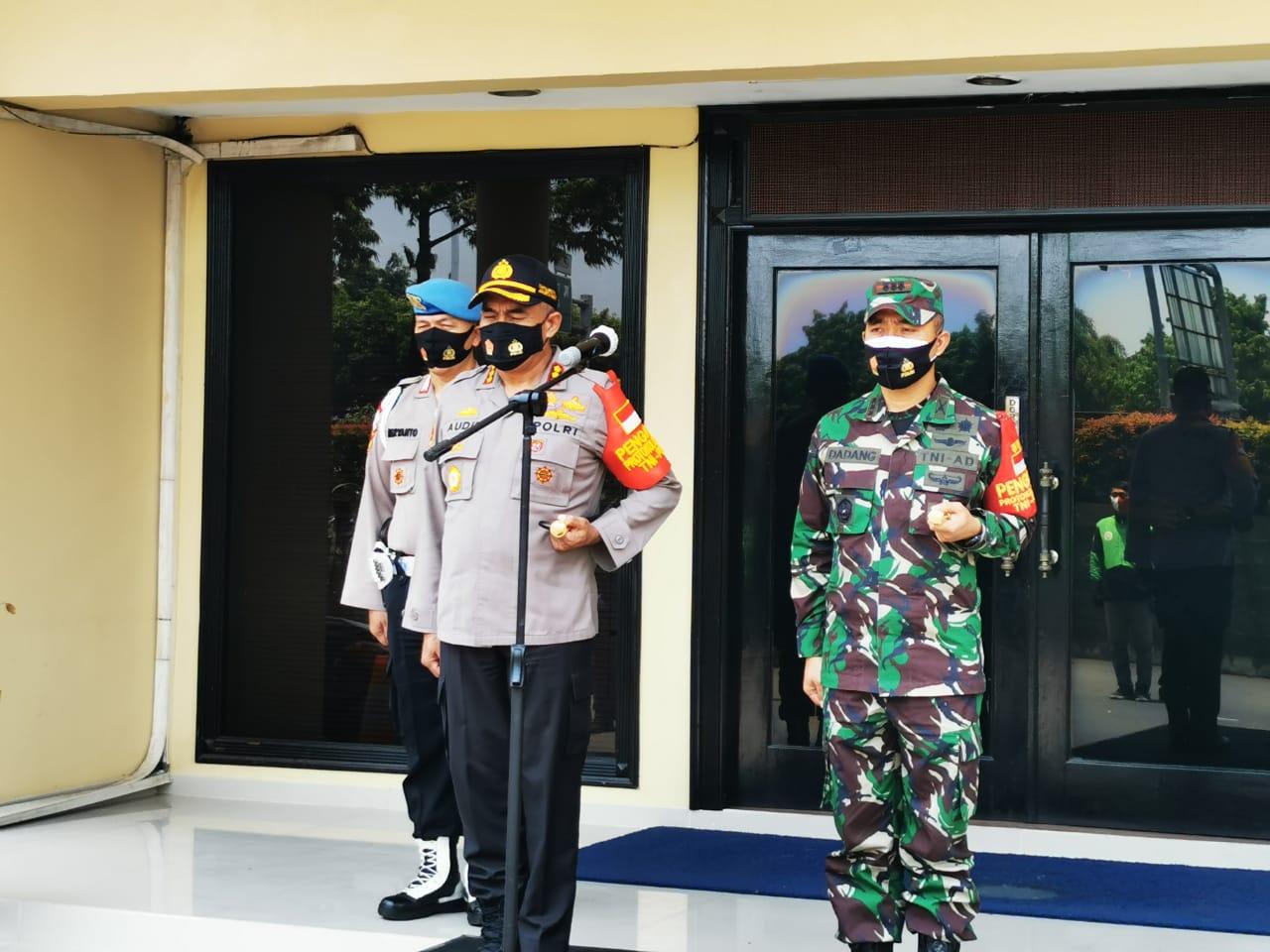 Kapolres Metro Jakarta Barat bersama Dandim 0503 JB Melepas Team Khusus Penegak Disiplin Protokol Kesehatan Covid-19