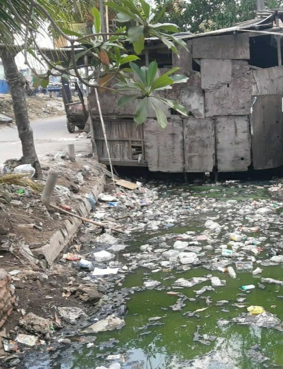 Kondisi Saluran Got Penuh Sampah Dan Bau Diduga Kasatpel SDA Kecamatan Cilincing Tutup Mata