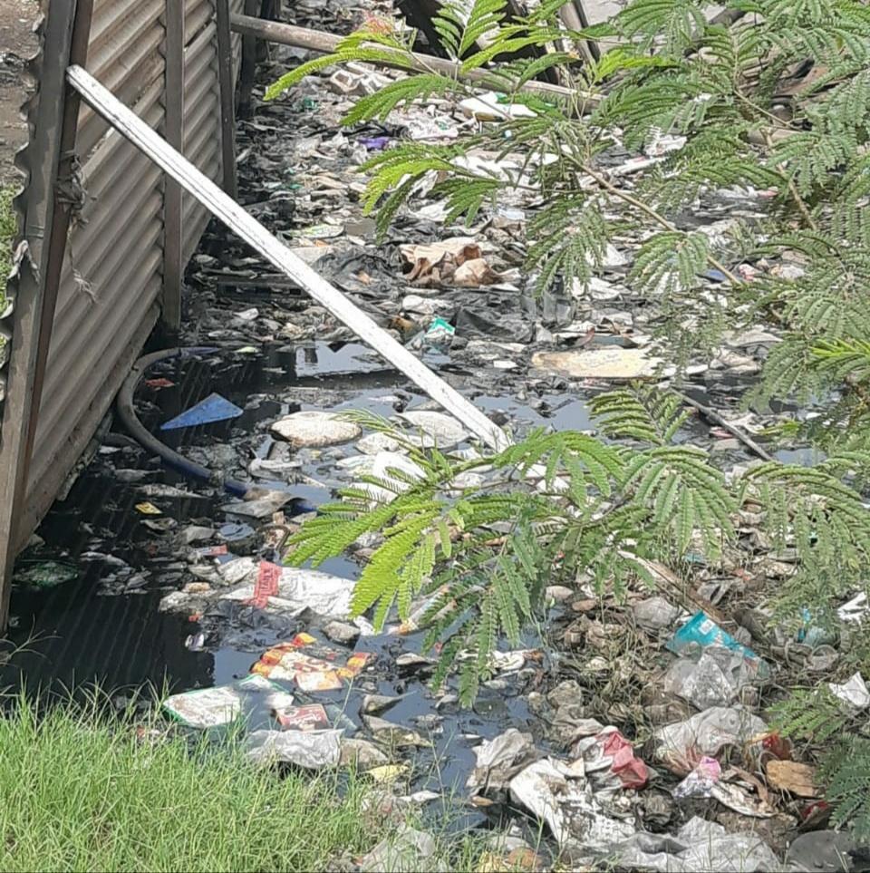 Warga Keluhkan Saluran Got Banyak Sampah dan Lumpur di Kecamatan Cilincing