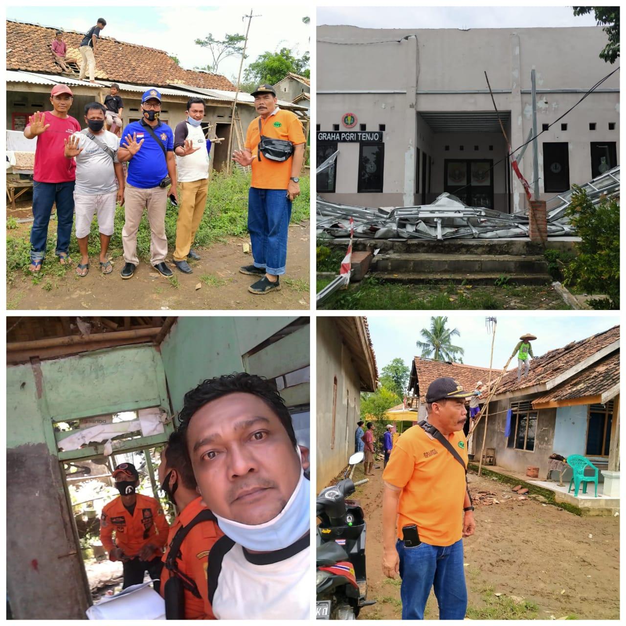 Usai Dilanda Hujan Disertai Angin Kencang, Warga Desa Singabraja Gotong Royong Perbaiki Rumah