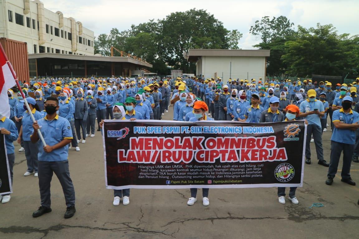 Aksi Para Buruh Tetap Konsisten Menolak Omnibus Law Citpa Kerja