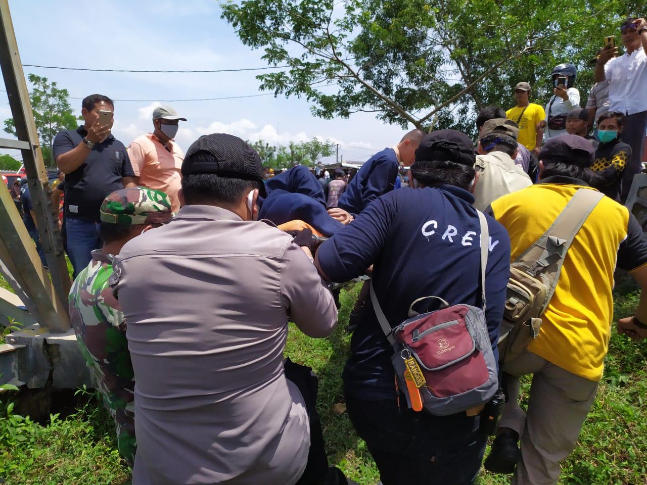 Seorang Wanita Mencoba Bunuh Diri Dari Tower Sutet, Tim Gabungan Evakuasi Berjalan Menegangkan
