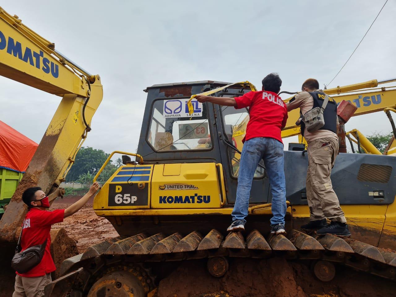 Kapolsek Cileungsi Mengamankan1 unit Eskavator Serta 2 Truk di Lokasi Galian Tanah