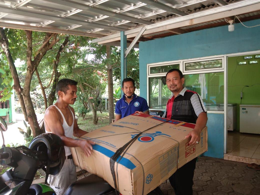 Mitra Kerja TKSK Salurkan Bantuan Kursi Roda Kepada Penerima Manfaat