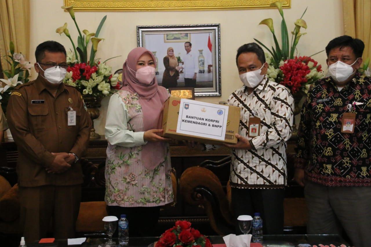 Kemendagri Salurkan Bantuan Bagi Masyarakat di Kabupaten Pandeglang