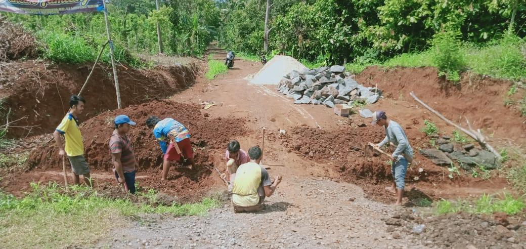 Dimulai, Pembangunan Gorong-gorong Diruas Badan Jalan Nipon Akses Menuju Puncak Tamiang