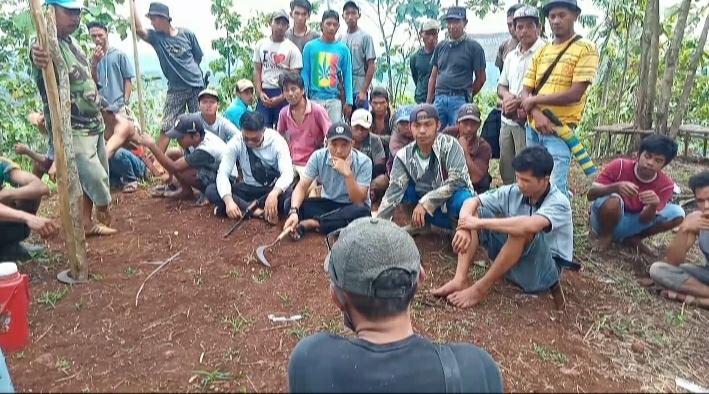 Gerakan Bersih-bersih Pemuda Dilokasi Calon Objek Wisata Puncak Tamiang