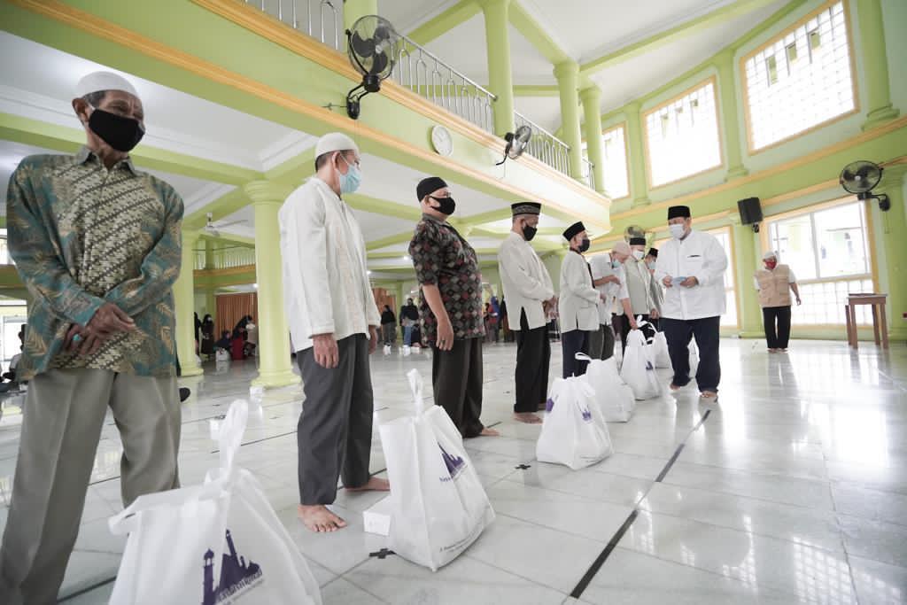 Menyambut Bulan Suci Ramadhan Yayasan Mesjid Al Istikmal Berikan Sembako