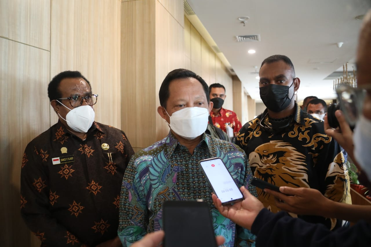 Mendagri Beri Teguran Keras Gubernur Papua