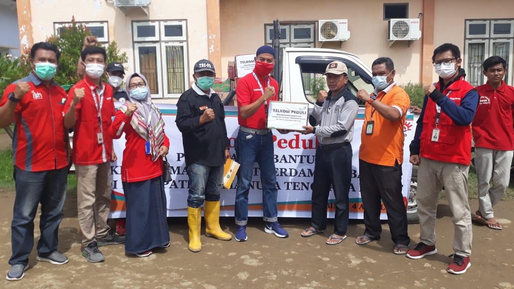 PT Telkom Bersama BPBD Kab. Bima Menyalurkan Bantuan Korban Banjir
