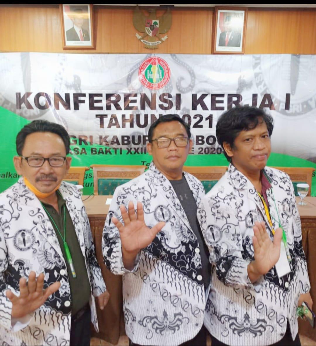Ketua, Wakil & Sekretaris PGRI Cabang Kecamatan Cibinong Hadiri Konferensi Kerja