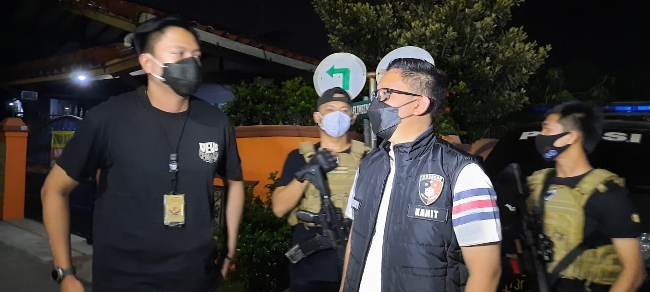 Buru Pelaku Pembunuhan Di Kalideres, Polisi Gelar Olah TKP
