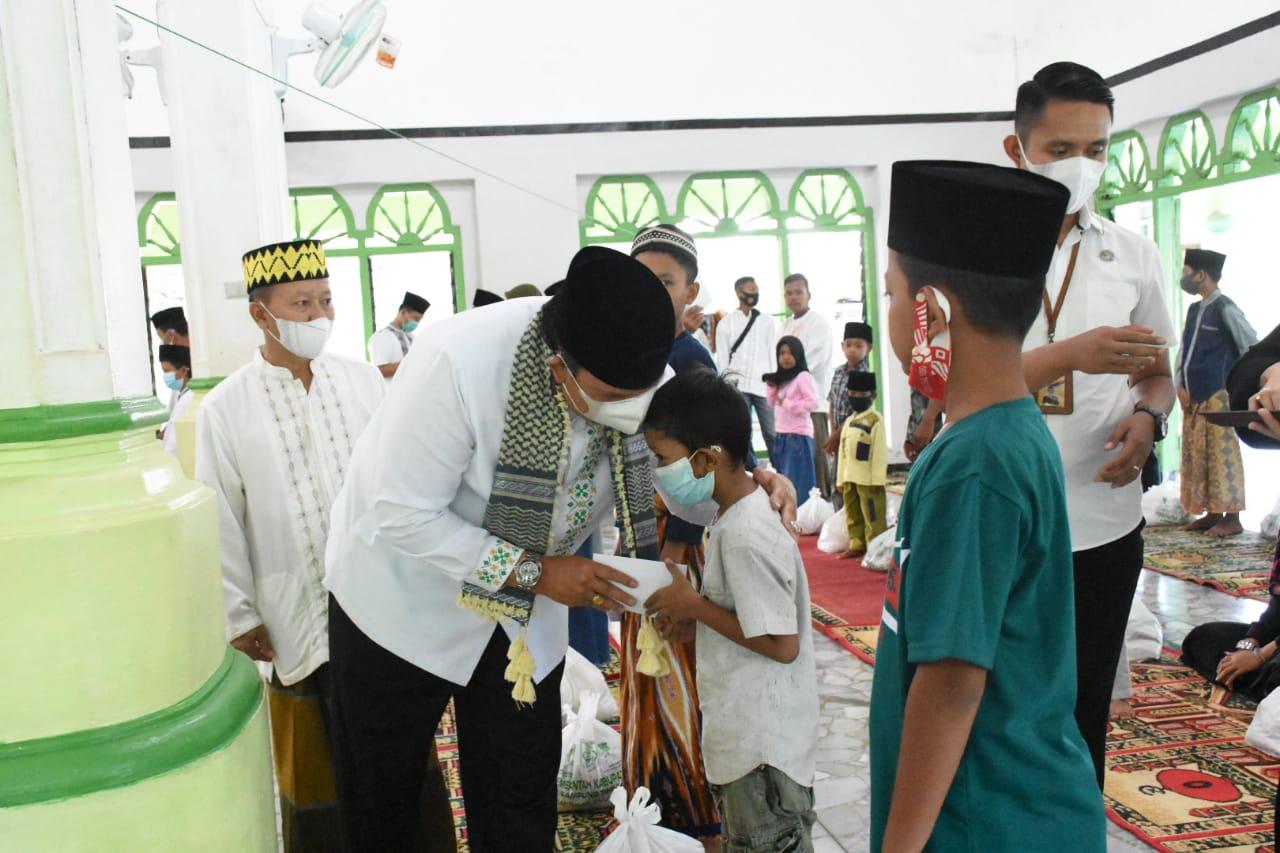 Wakil Bupati Lampung Timur Serahkan Bantuan Maupun Santunan