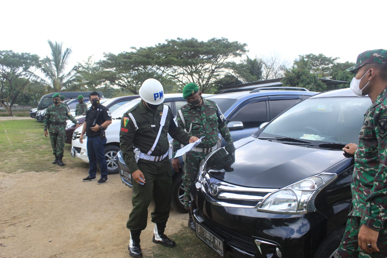 Subdenpom Persiapan Tuba Periksa Surat dan Kelengkapan Kendaraan Dinas dan Pribadi Anggota Kodim 0426 Tuba