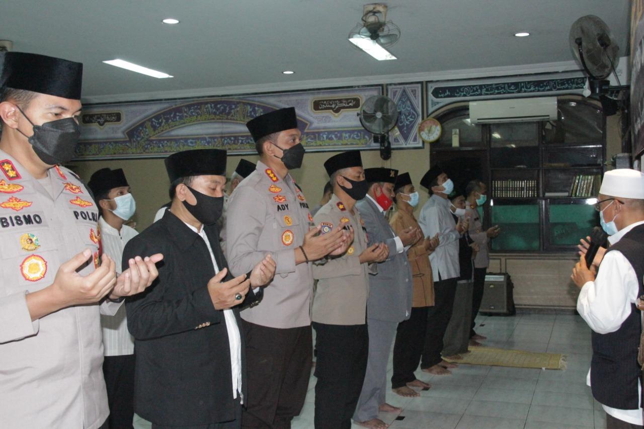 Tragedi Tenggelam nya Kapal Selam Nangggala 402, Polres Metro Jakarta Barat Menggelar Shalat Ghaib
