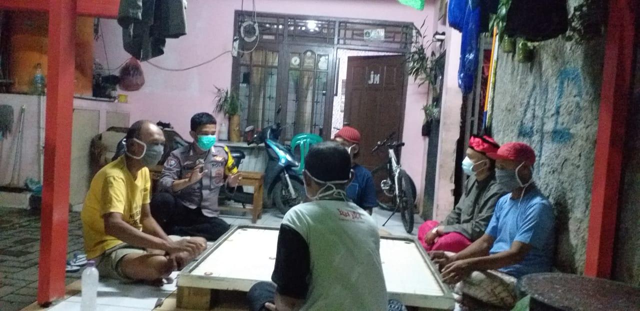 Pastikan Keamanan dan Ketertiban di Wilayah Cengkareng, Bripka Ahmad Haris Menyambangi Pos Ronda
