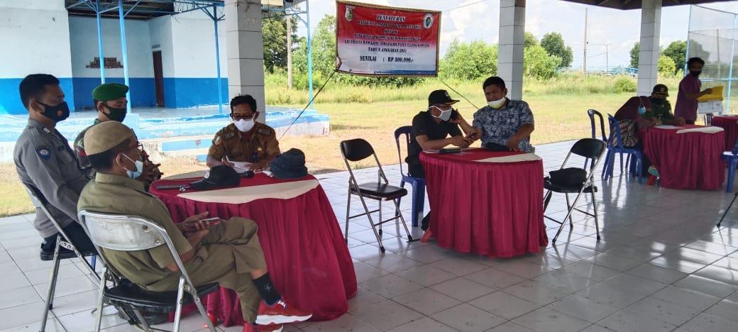 Babinsa Bersama Bhabinkamtibmas Melaksanakan Musyawarah Bersama Kakam Dan Aparatur Kampung
