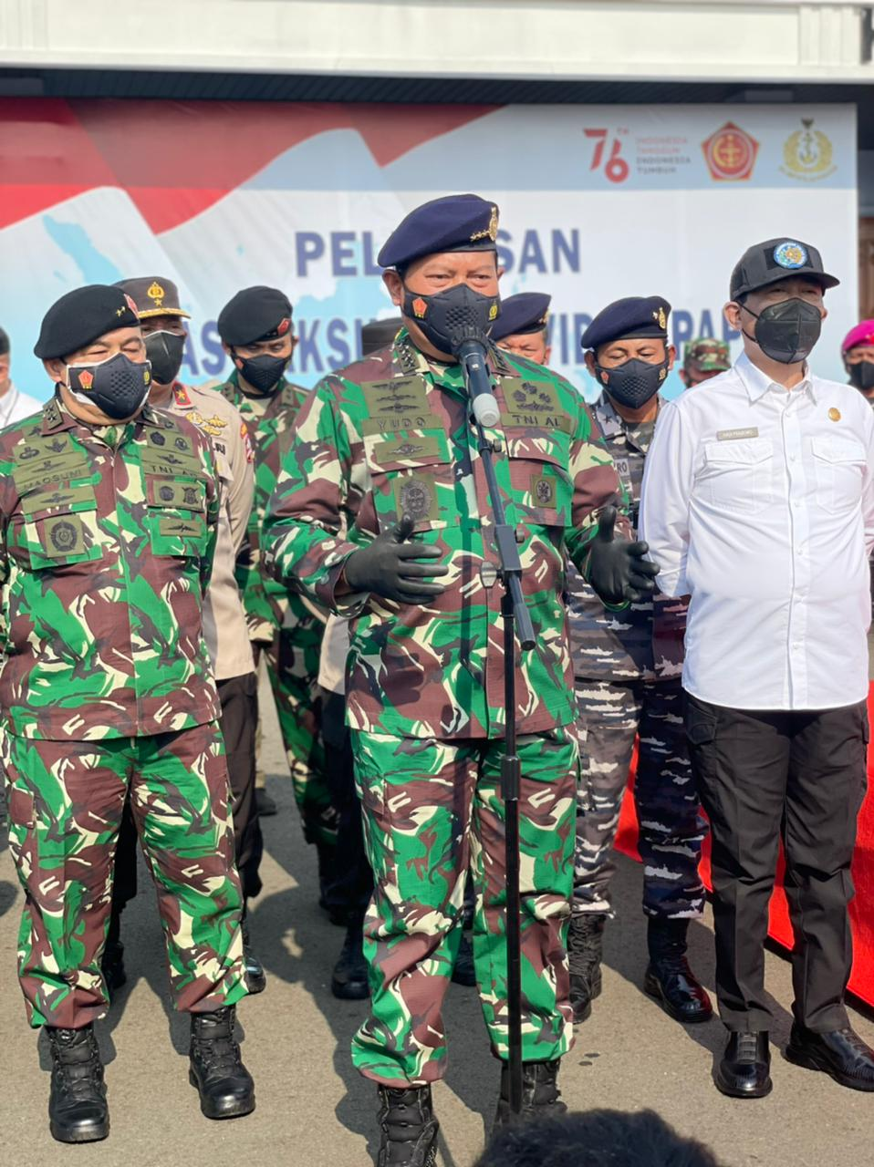 Rektor IPDN Dampingi KSAL Terjunkan Satgas Vaksinasi COVID-19 Papua