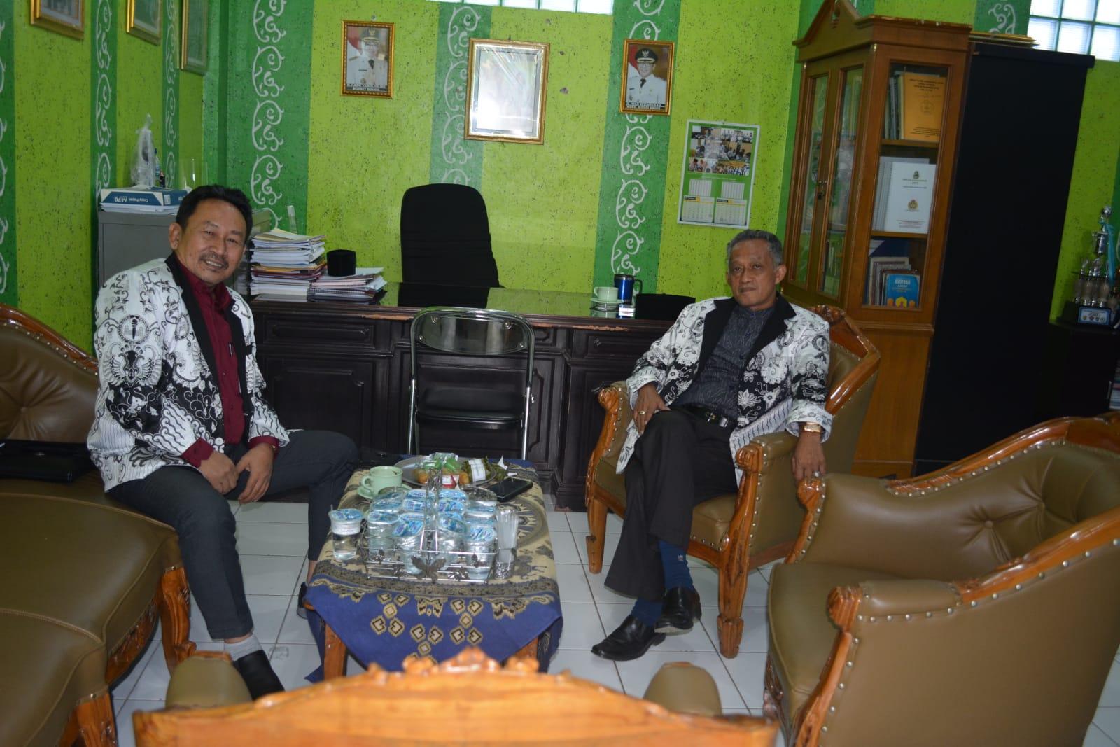 Ketua PGRI Cabang Cibinong Tinjau Vaksinasi SMK PLUS PGRI 1 Cibinong