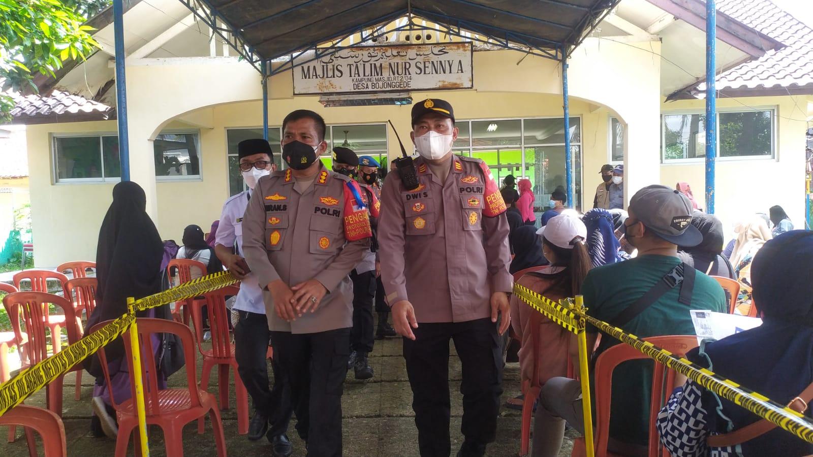 Kapolsek Bojong Gede Dampingi Kapolres Metro Depok, Pastikan Kegiatan Vaksinasi Merdeka di Bojong Gede Kab. Bogor