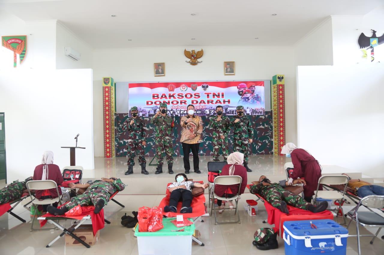Wakil Bupati Lampung Timur Tinjau Kegiatan TNI Donor Darah di Kodim 0429