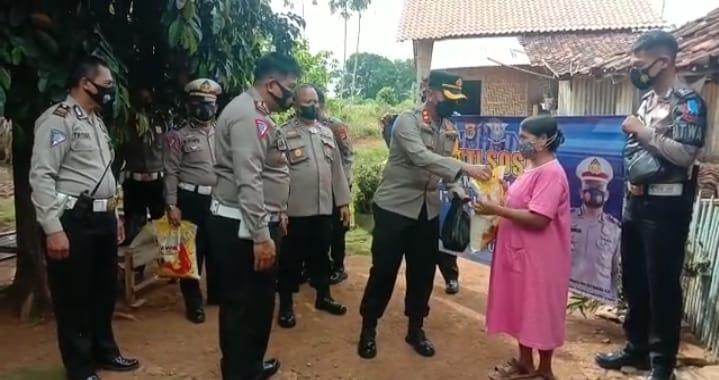 Sat Lantas Polres Lampung Utara Bagikan Sembako dan Masker diHari Lalu Lintas Ke-66