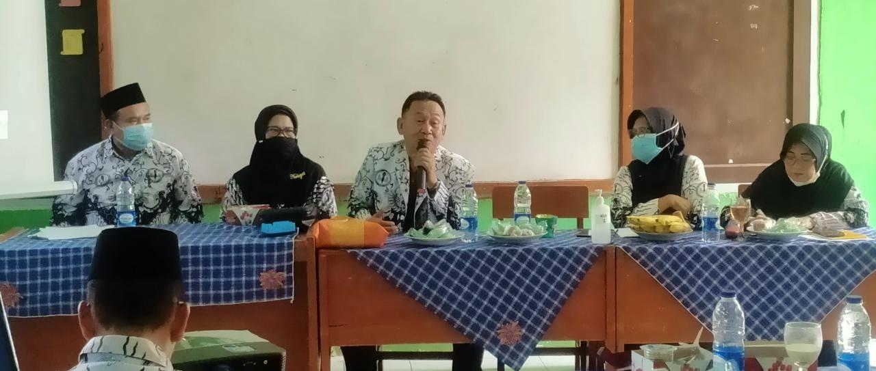 Hadiri Rapat Gugus Ranting IV, Ketua PGRI Cabang Cibinong Beri Motivas