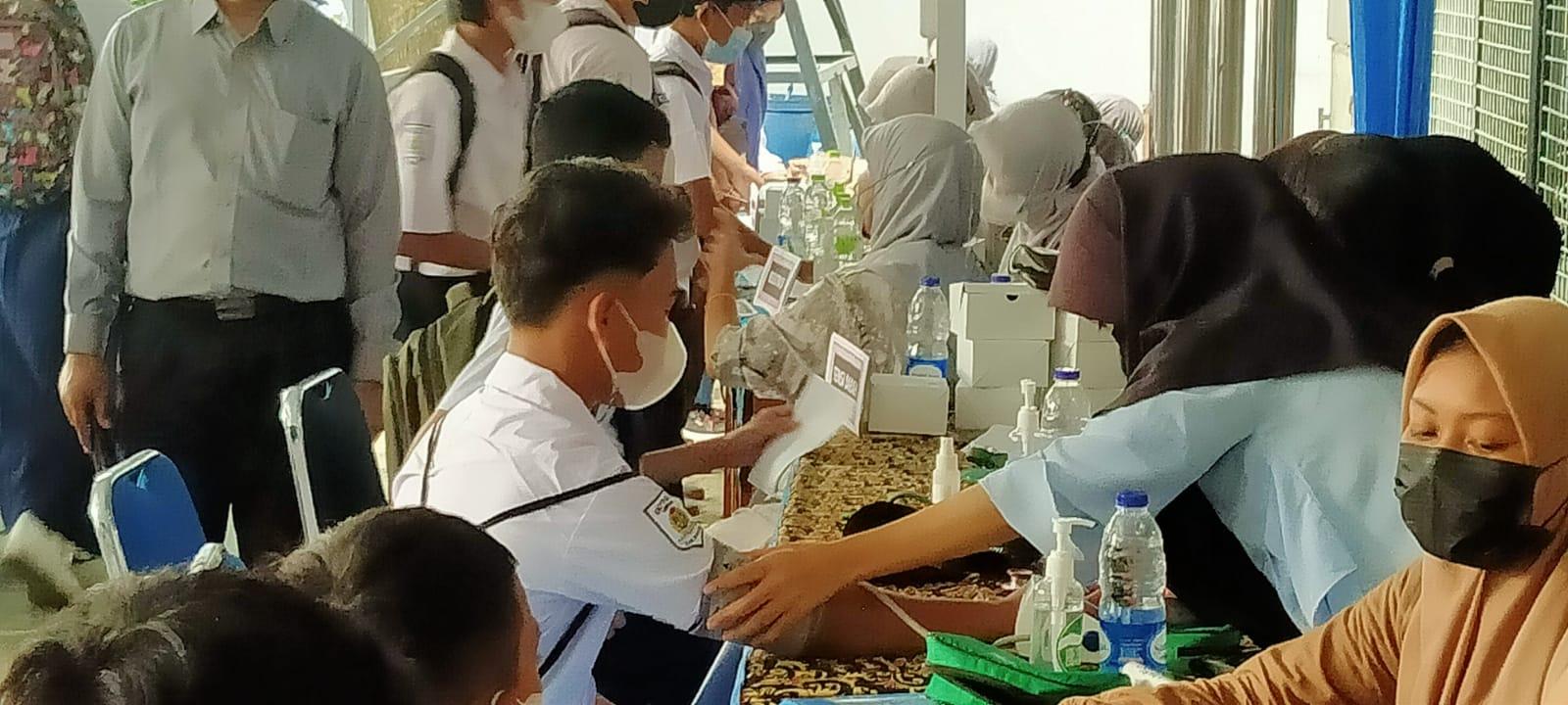 SMP PGRI 1 Cibinong laksanakan Vaksinasi 770 Siswa